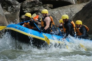 whitewater-rafting-race-618753_1280-1024x685